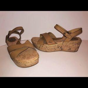 Born Leather Upper Platform Sandals, size 7, GUC
